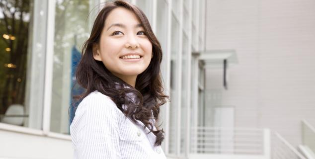 歯は機能だけでなく、見た目にも大きな役割を担っています。